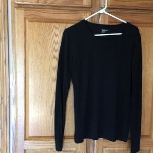 Gap black long sleeve tee.